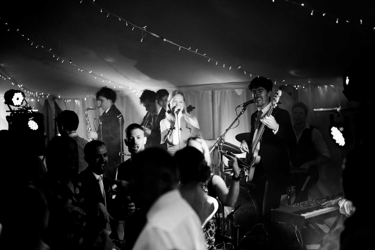 Top 10 tips to consider when hiring a wedding band